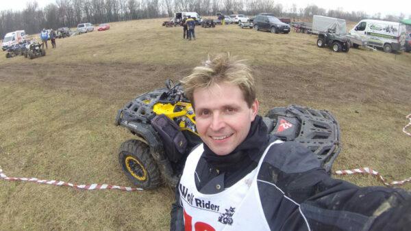 Selfie Libora Belka v zázemí závodníků na závodech Wolf Riders Cup