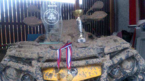 První místo na Wolf Riders Cup 2014 v kategorii 4×4 na 550 ccm