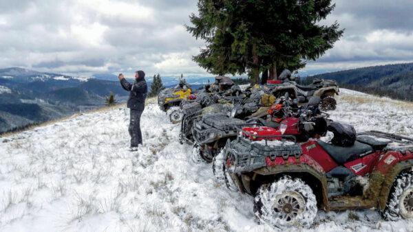 Čtyřkolky can-am na sněhu